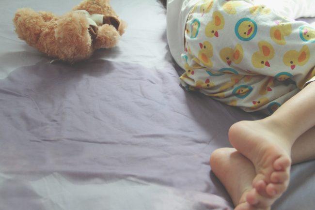 Enurez xəstəliyi haqqında, Uşaqlarda gecə yerini islatmaq